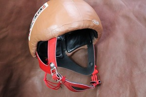 革 レザー 競馬用ヘルメットをカスタマイズ 競馬
