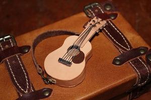 革 レザー ミニチュアギター