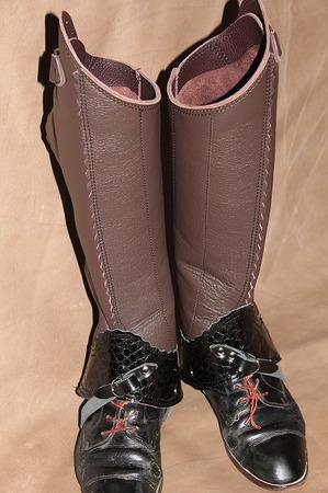 革製品 レッグチャップス ブーツカット 乗馬 競馬 馬