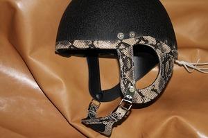 ヘルメットカスタマイズ パイソン
